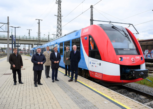 Austrian officials view Alstom hydrogen-powered train