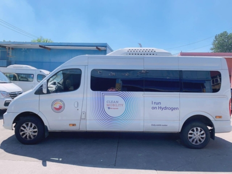 Air Liquide shuttles employees in hydrogen-powered FCEVs
