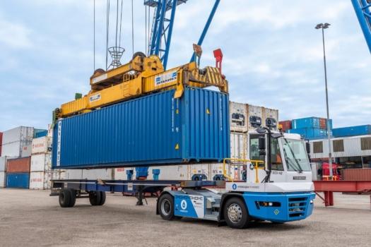 Terberg hydrogen tractor begins trials