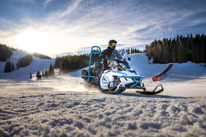 Hydrogen snowmobile now running in Austria