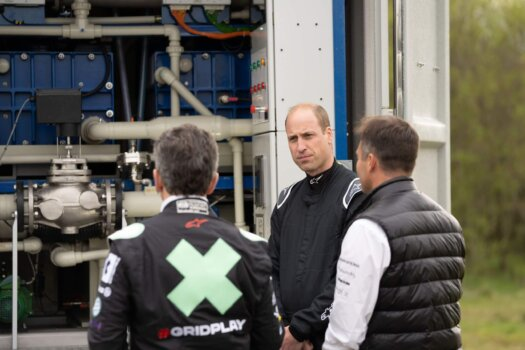 Extreme E hosts The Duke of Cambridge to showcase hydrogen and battery-electric prowess