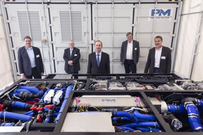 Proton Motor welcomes Bavarian Deputy Prime Minister for presentation of its new hydrogen fuel cell system