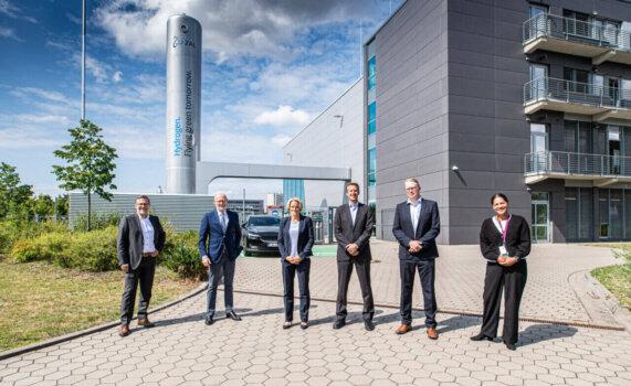 ZAL installs new 20 metre hydrogen tank to expand aviation capabilities by twenty-fold