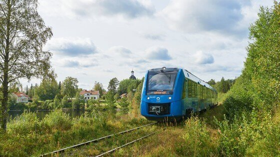 Hydrogen-powered train makes its debut in Sweden