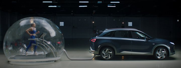 Hyundai put an Olympic athlete in a bubble breathing only the emissions of a NEXO