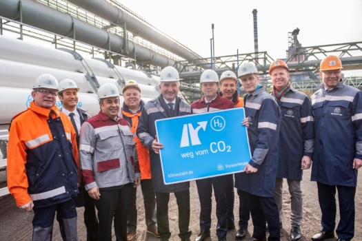 World first: thyssenkrupp injects hydrogen into steelmaking process